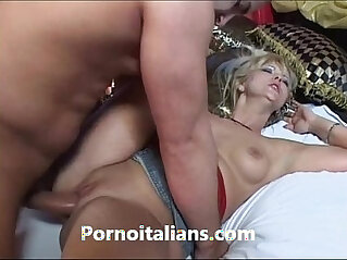 Bionda matura affamata di cazzo duro scopa Mature blonde hungry for hard long dick