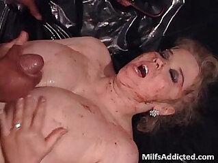 Fat mega boobed MILF slut gets wet pussy