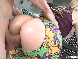 Blonde amateur milf masturbates with a great ass fucked