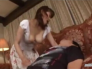 Milf Blowjob For Young Guy Cum To Mouth Spitting Semen To Palm On The Car