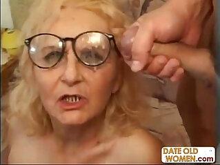 Granny in glasses gets a good fuck
