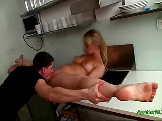 Flexible gymnast gets pussy pounded