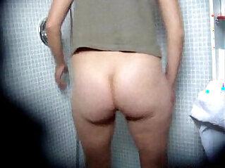 Teen babe Masturbating Shower