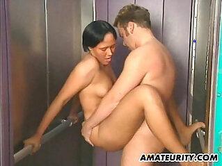 Amateur couple hardcore action in a lift