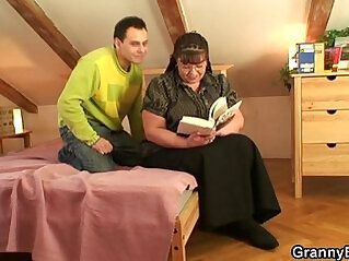 Fat bookworm bitch gets ass pounded by horny guy