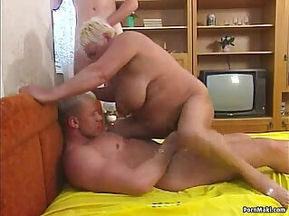 Threesome fucking herself with chubby granny