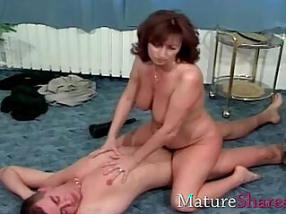 Natural hairy mature wife gets fuck