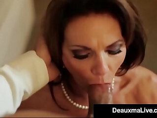 Busty Texas Cougar Fucks Her Hotel Room Service Guy!